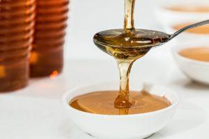 Mitesser vorbeugen mit einem Honig-Zucker-Peeling
